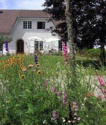 casa campagna agriturismo fiori alberi